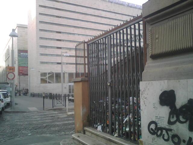 Cassonetto o discarica nei pressi di Roma Termini?